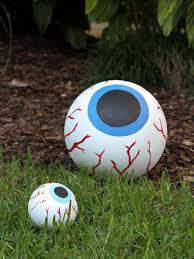 halloween yard decorations how to make giant bloodshot eye halloween decor how tos diy
