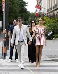 Robin Thicke Spends Quality Time With Son Julian In The Wake Of Divorce Filing Daily Mail Online Robin Thicke Enjoys Romantic Date In Paris With Girlfriend Daily