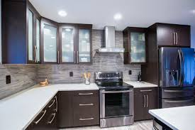 what color goes with oak cabinets what colors go with light colored oak cabinets