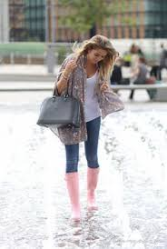 hunter rain boots black friday 18 stylish ways of how to wear rain boots in fall and winter