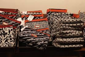 Toko Batik Danar Hadi souvenirs from the shop picture of museum batik danar hadi