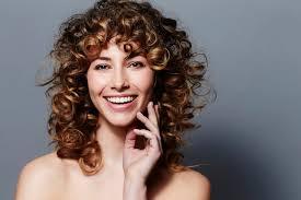 Hochsteckfrisurenen Ohne Haargummi by So Wird Aus Glattem Haar Eine Wellige Mähne 7 Anleitungen Bild