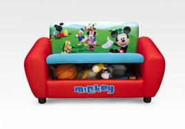 canap mickey notre mobilier à l effigie de personnages de dessins animés canapé