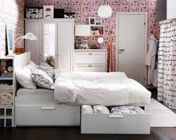 Save Space Bed 9 Smart Hacks To Decorate Small Bedrooms Spaciously Gloss U0026 Glam