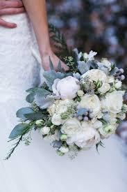 White Christmas Wedding Ideas by Stunning Winter Wedding Bouquet Ideas The Happy Housie