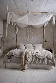 chambre coconing ciel de lit et ambiance cocooning dans chambre taupe