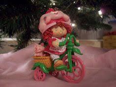 strawberry shortcake wrapping a gift miniature figurine