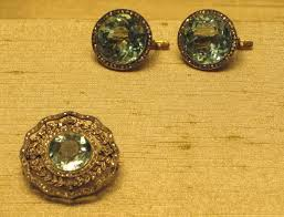 file aquamarine brooch and earrings faberge jpg wikimedia commons