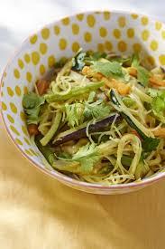 cuisine des legumes recette nouilles sautées aux légumes et coco cuisine madame figaro