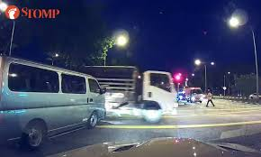 beating the red light van crashes into lorry after beating red light at bishan rd