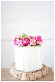 white chocolate dripping cake with handmade flowers by taartjes