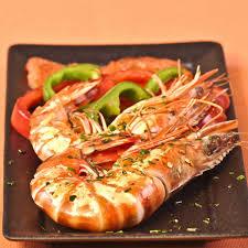cuisine sur plancha recette gambas à la plancha aux poivrons et aux herbes cuisine