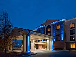 hotels near fort wayne international fwa