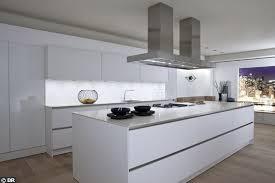 cuisine blanche plan de travail noir cuisine laque blanche plan de travail gris nous avons une cuisine