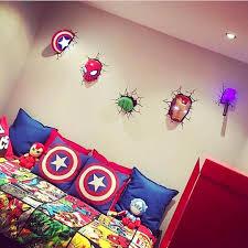 deco chambre garcon heros épinglé par keshena sikora sur boys bedroom chambre