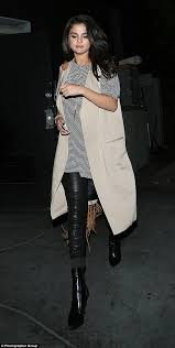 selena gomez at the same club as justin bieber before leaving with