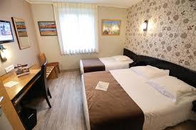 hotel normandie dans la chambre chambre avec lit soze hotel le bayeux hotel bayeux