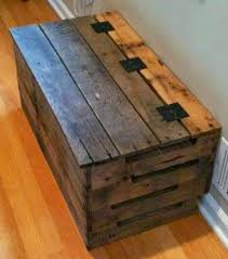Build A Toy Box Bench Seat by Best 25 Pallet Chest Ideas On Pinterest Wooden Trunk Diy Wood