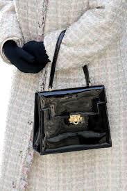 queen handbag the queen uses handbag signals to send secret messages to staff