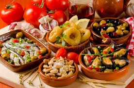 spanische k che spanische küche sortierte tapas auf keramischen platten