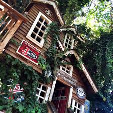 famous tree houses the world s largest treehouse at bravo farms oc mom blog