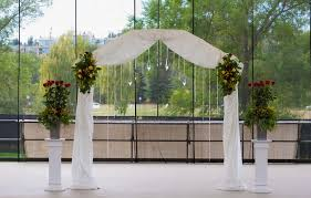 Wedding Arches Decorated With Burlap Throw Your Solemn Vow Under These Beautiful Wedding Arch Ideas