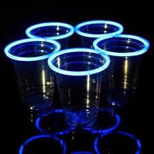 bicchieri fluorescenti 3 idee per illuminare le feste estive con i braccialetti fluo