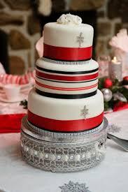 33 adorable christmas wedding cakes happywedd com