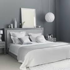 chambre blanche et grise chambre a coucher gris et bleu idées de décoration capreol us