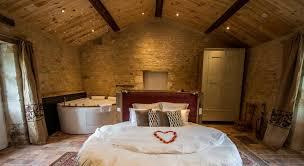 chambre jaccuzzi nuit romantique avec dans la chambre père joseph