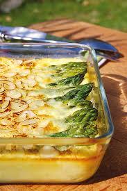 cuisiner asperges vertes fraiches clafoutis salé aux asperges vertes amandes et parmesan recette