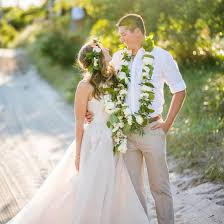 hawaiian theme wedding hawaiian themed wedding weddinggawker