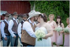 wedding photographers in michigan wooden barn hudsonville michigan wedding photographer megan