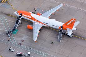 easyjet siege easyjet is hiring pilots luck finding some gadfly
