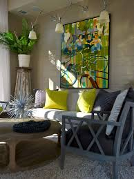 Hgtv Contemporary Living Rooms by 25 Biggest Decorating Mistakes And Solutions Hanging Art Hgtv