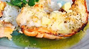 cuisiner une langouste queues de langoustes rôties au four sauce à l ail et au citron