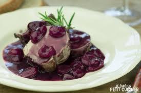cuisiner du filet mignon de porc recette de filet mignon de porc au vin et cerise