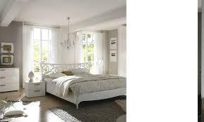 chambre adulte design blanc chambre design complète blanc laqué avec détails dorés