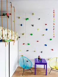 kinderzimmer wandgestaltung modernes kinderzimmer einrichten mit kletterwand als spielwand und