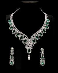 diamond set diamond necklace set design 66 ct diamond emerald pearl gold