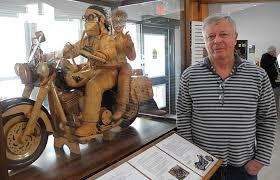wood carvers woodcarvers take part in falls show niagara falls review