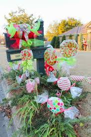 Christmas Yard Decorations To Make by Best 25 Christmas Mailbox Decorations Ideas On Pinterest