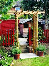 Arbors And Trellises How To Create A Rose Trellis Arch How Tos Diy