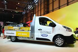 renault trafic 2017 trucksmith launches renault trafic target to trades sector