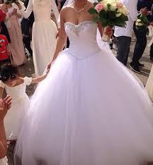 robe de mari e louer location robe de mariée ajustable qui comprend accessoire et