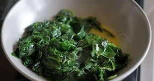 cuisiner epinard epinards frais sautés au beurre tomber des épinards recette par