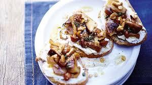 cuisine au miel recette tartine de chignons cuisinés chèvre miel et noix