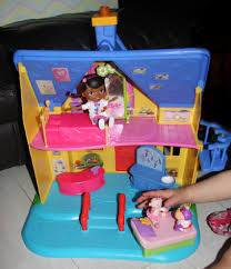 doc mcstuffins playhouse the doc is in clinic a review of the doc mcstuffins clinic from
