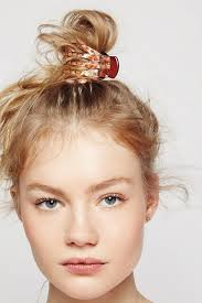 claw hair hairstyles 7 easy hairstyles you can do with a claw clip claw clip easy