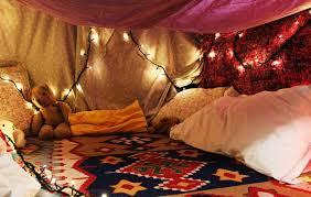 comment faire une cabane dans une chambre se divertir simplement les cabanes en couvertures